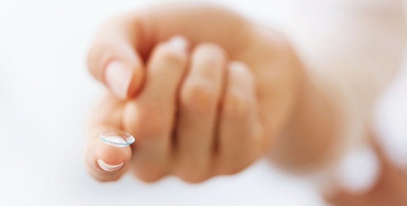 How to Get Over Your Fear of Inserting Contact Lenses